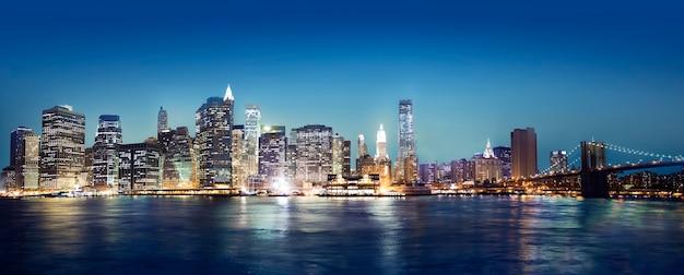 Vista da cidade de nova york à noite