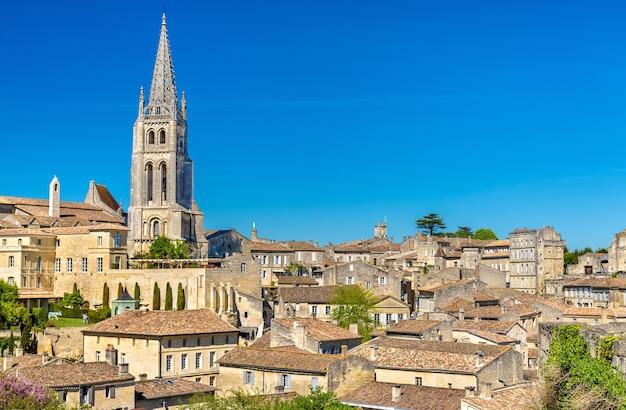 Vista da cidade de saint-emilion, um patrimônio mundial na frança