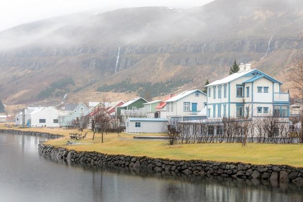 Vista da cidade de seydisfjordur
