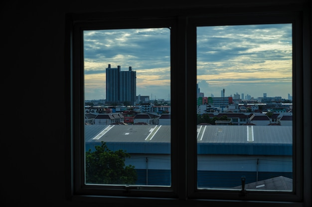 Vista da cidade fora da janela