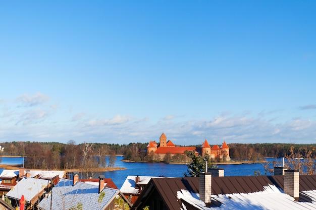 Vista da colina no castelo, trakai