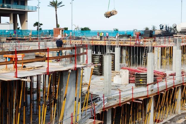 Vista da construção de casa de concreto