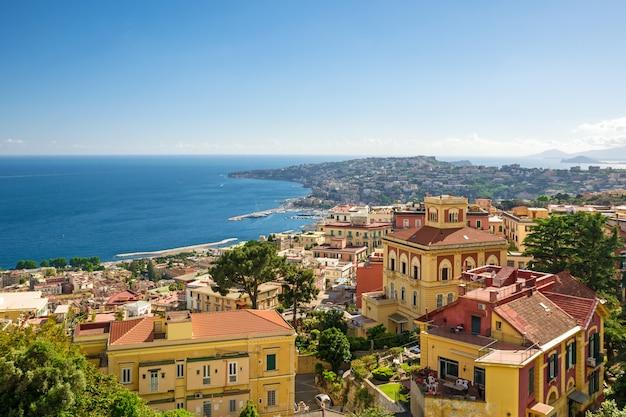 Vista da costa de nápoles, itália