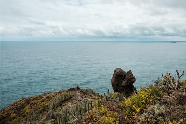 Vista da costa do anaga country park