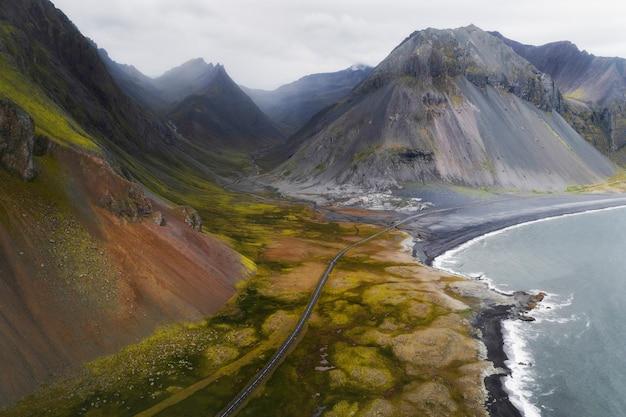Vista da costa sul da islândia