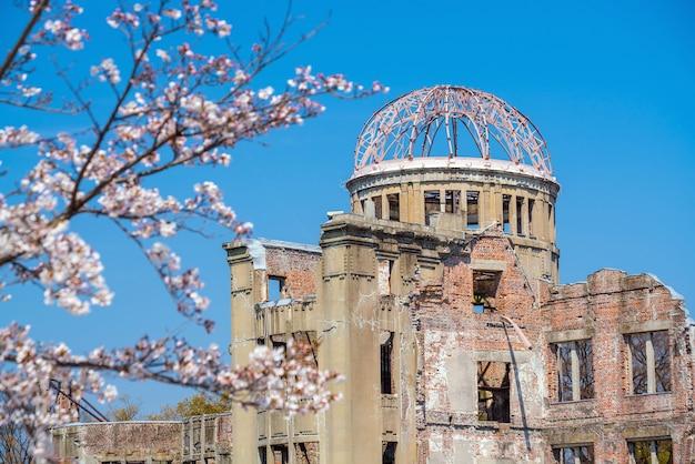 Vista da cúpula da bomba atômica em hiroshima, japão. patrimônio mundial da unesco