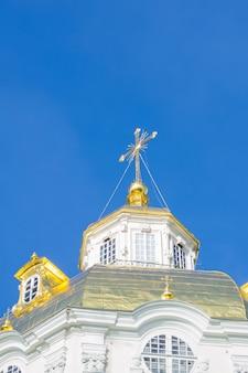 Vista da cúpula da catedral da santa dormição de pochaev lavra