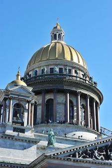 Vista da cúpula da catedral de santo isaac em são petersburgo