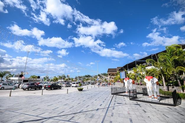 Vista da entrada do shopping siam mall. 07.01.2020 tenerife, ilhas canárias.