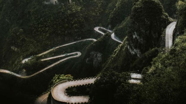 Vista da estrada da montanha tianmen, china