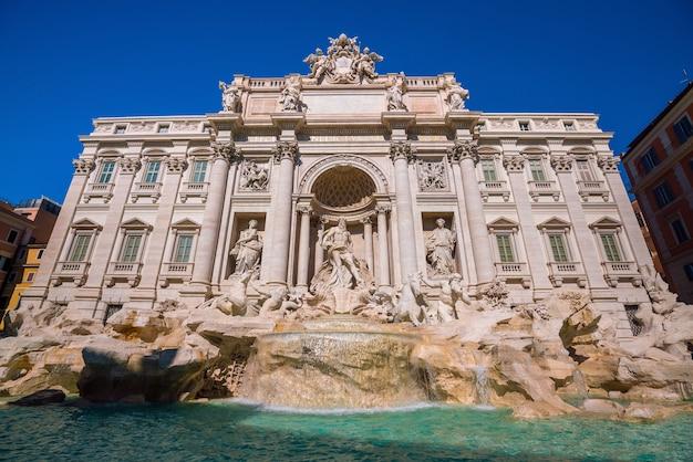 Vista da fontana di trevi (fontana di trevi) em roma, itália