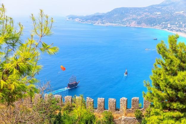 Vista da fortaleza no mar de alanya, turquia.