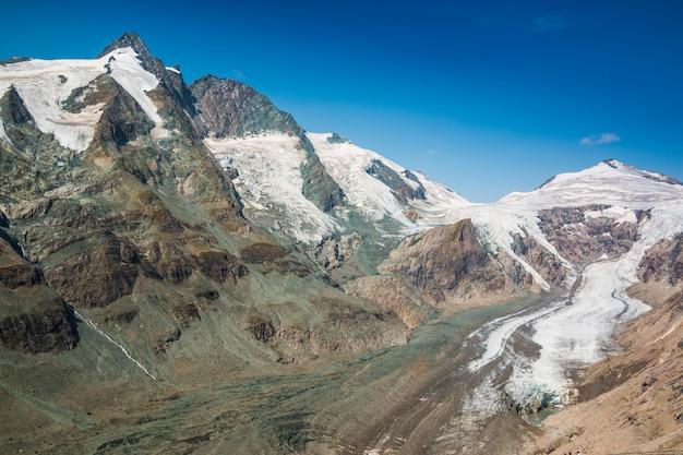 Vista da geleira pasterze e da montanha grossglockner no parque nacional hohe tauern