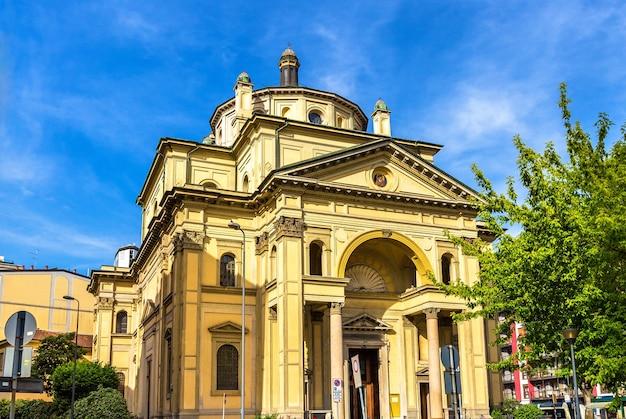 Vista da igreja de san gioachimo em milão