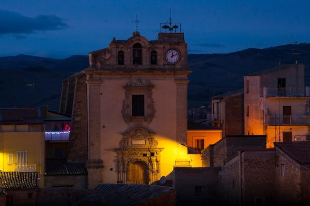Vista da igreja de são giuseppe, leonforte