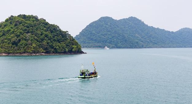 Vista da ilha tropical do mar
