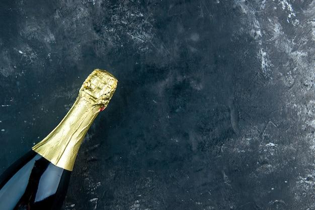 Vista da metade superior do champanhe