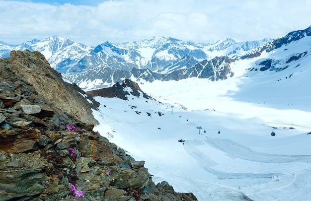 Vista da montanha da estação superior do bahn de karlesjoch (3108 m