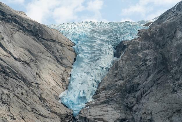 Vista da montanha glaciar azul