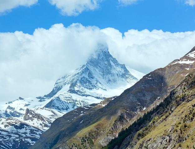 Vista da montanha summer matterhorn (alpes, suíça, zermatt)