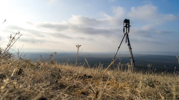 Vista da natureza magnífica com câmera