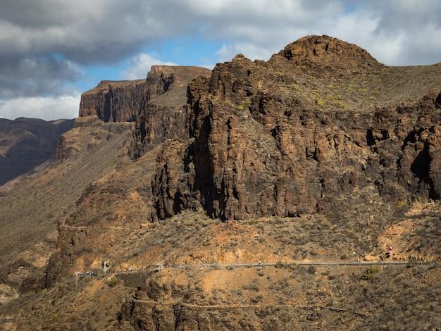 Vista da paisagem montanhosa do ponto de vista degollada de las yeguas. gran canaria, na espanha.