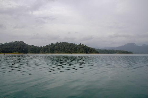 Vista da paisagem natural chiao lan dam