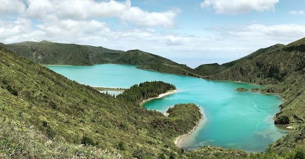 Vista da paisagem sobre a lagoa do fogo Foto gratuita