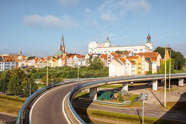 Vista da paisagem urbana na cidade velha durante a luz da manhã na cidade de szczecin, na polônia