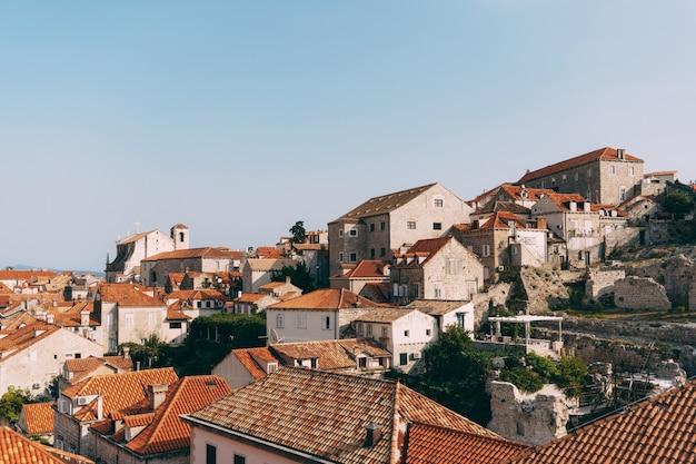 Vista da parede dos telhados da antiga cidade de dubrovnik Foto Premium
