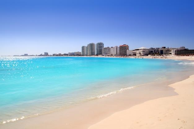Vista da praia de cancun do caribe turquesa
