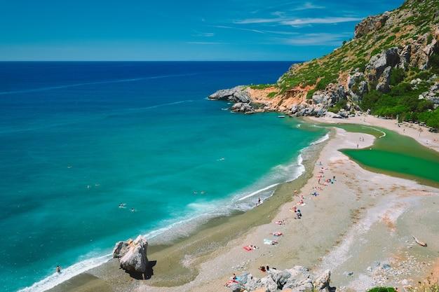 Vista da praia de preveli na ilha de creta na grécia