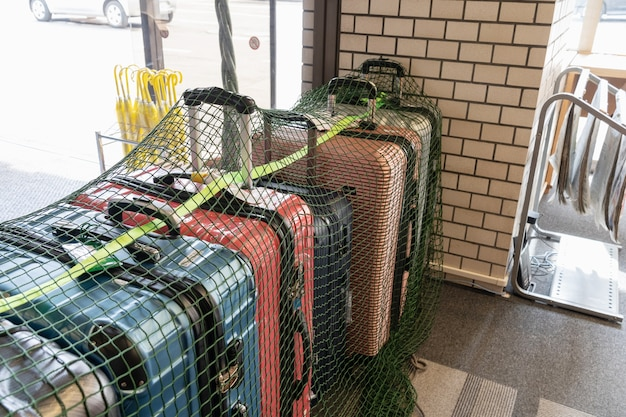 Vista da queda de bagagem no hotel e uso de rede para segurança