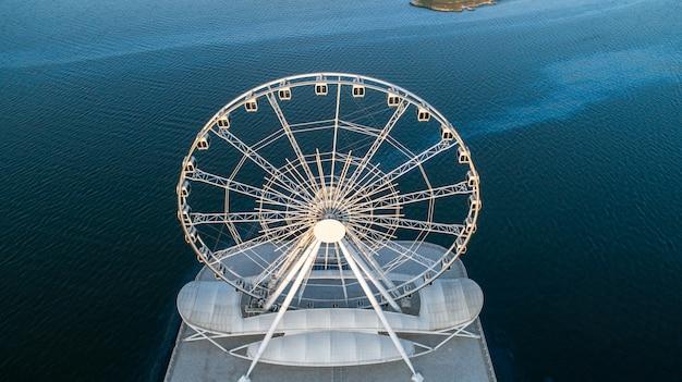 Vista da roda gigante para o mar 1
