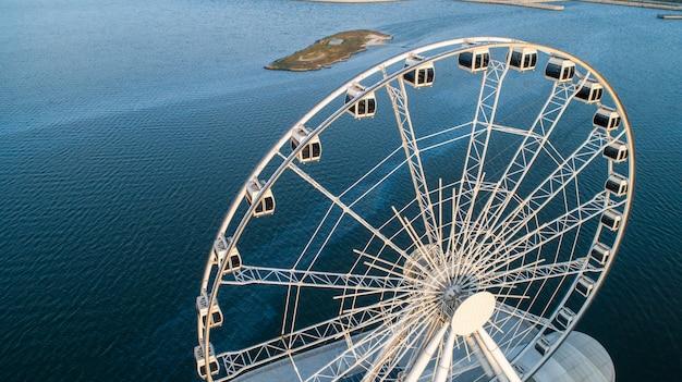 Vista da roda gigante para o mar 3