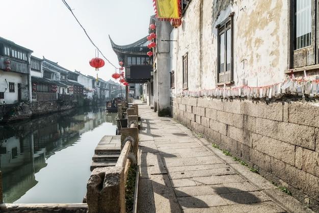 Vista da rua de edifícios antigos na antiga cidade de suzhou