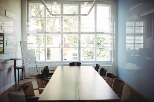 Vista da sala de conferências vazia