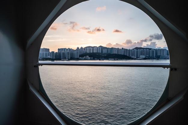 Vista da varanda no navio de cruzeiro