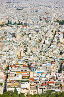 Vista das áreas residenciais da cidade de atenas a partir do monte lycabettus, grécia