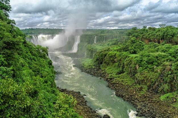 Vista das belas cachoeiras do iguaçu na argentina