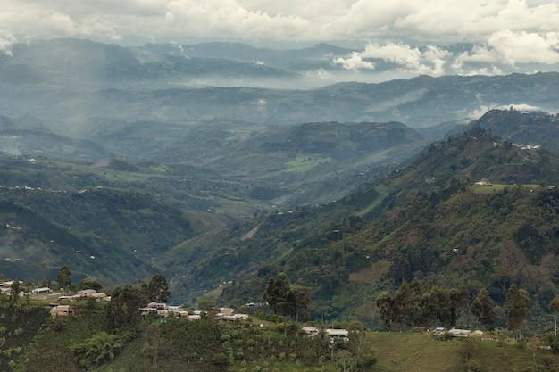 Vista das casas na montanha ladere