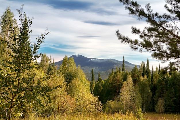 Vista das montanhas do sul dos urais