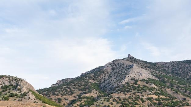 Vista das montanhas perto da aldeia vesele, no município de sudak da crimeia
