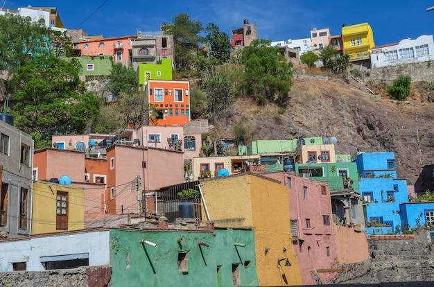 Vista das tradicionais casas coloridas da charmosa cidade de guanajuato