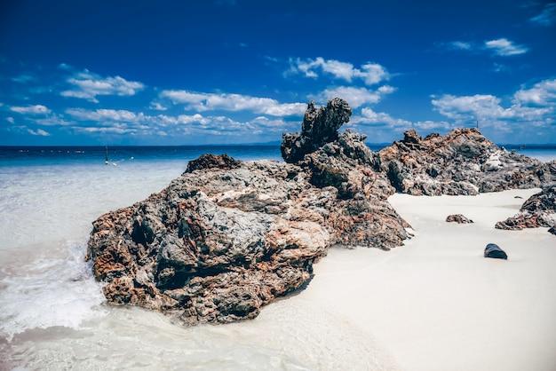 Vista, de, a, praia, com, a, rocha, em, sali, ilha, myanmar