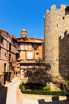 Vista de albarracín com antiga fortaleza
