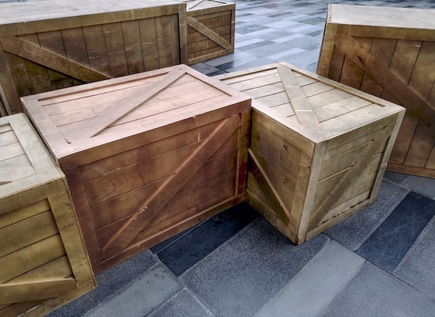 Vista de alto ângulo do grupo de caixas de madeira