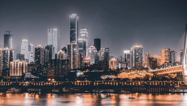 Vista de arquitetura da cidade, visão noturna e skyline