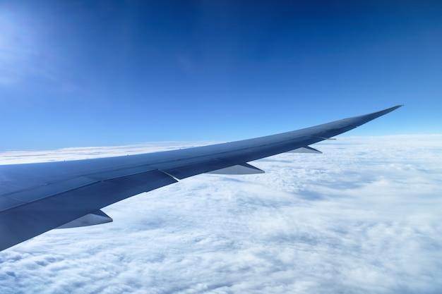 Vista, de, asa aeronave, com, nuvem, ligado, céu azul