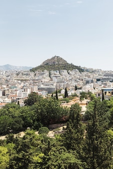 Vista de atenas e monte lycabettus, grécia